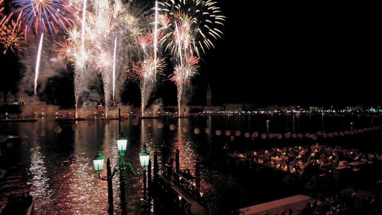 Belmond-Hotel-Cipriani-fireworks